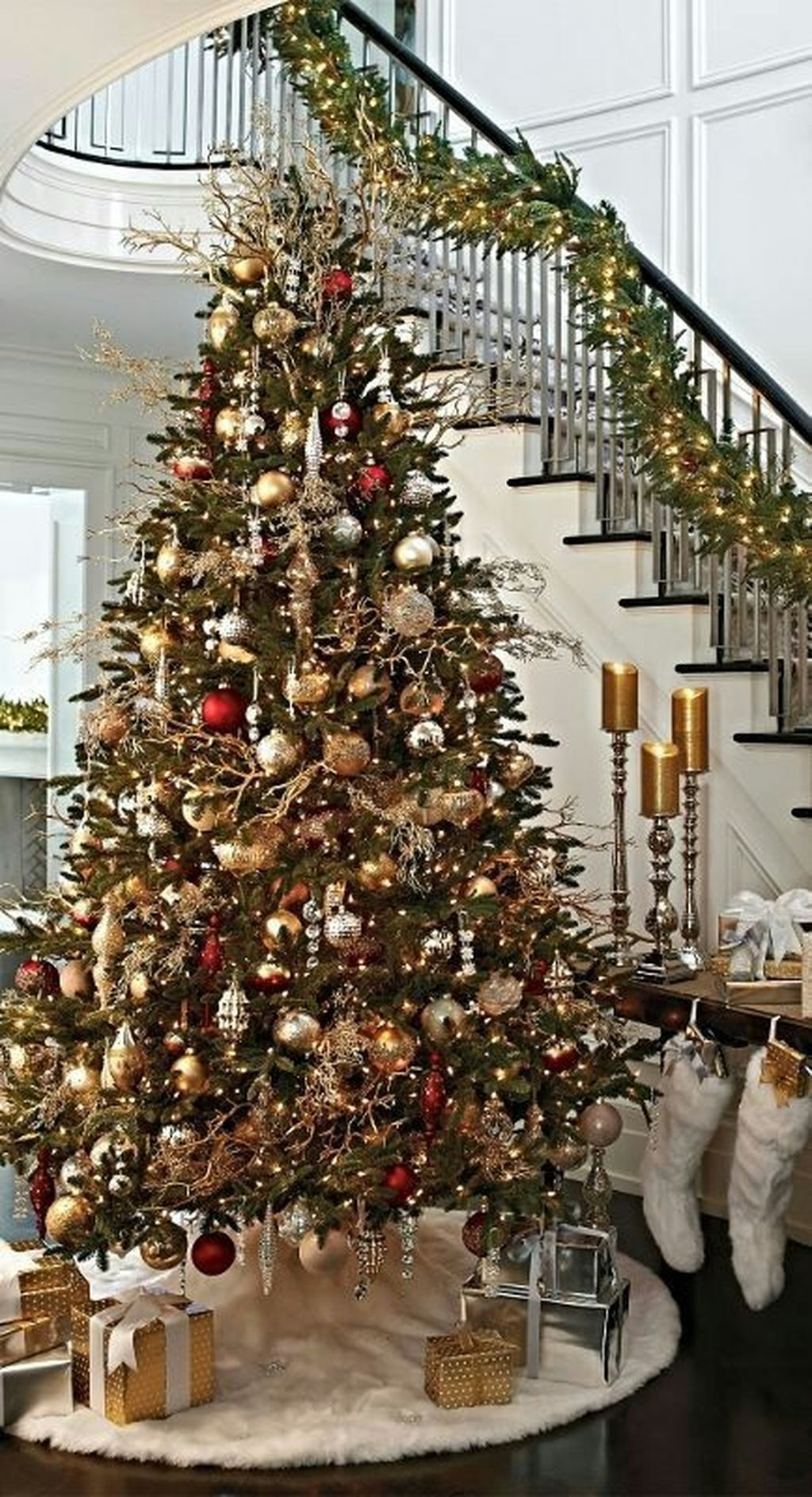 Traditional Christmas Decoration Ideas You Will Totally Love 13