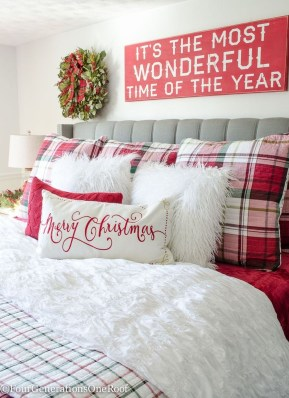 Traditional Christmas Decoration Ideas You Will Totally Love 25