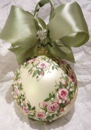 Cute Whimsical Christmas Ornaments Ideas For Your Holiday Decoration 14