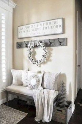Inspiring Winter Entryway Decoration Ideas 08