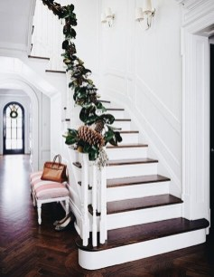 Inspiring Winter Entryway Decoration Ideas 11