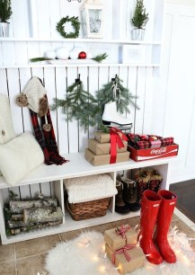 Inspiring Winter Entryway Decoration Ideas 13