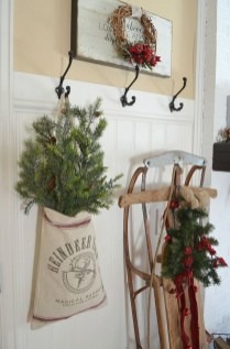 Inspiring Winter Entryway Decoration Ideas 21