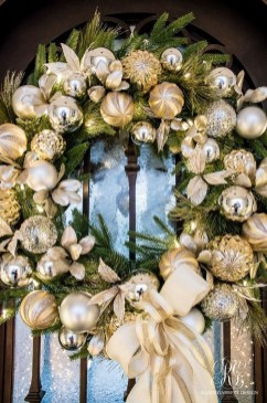 Stunning Gold Winter Decoration Ideas 32