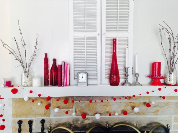 Totally Cool Valentine Mantel Decoration Ideas 18