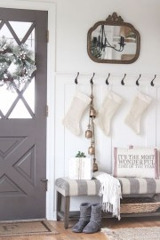 Adorable Farmhouse Entryway Decorating Ideas 04
