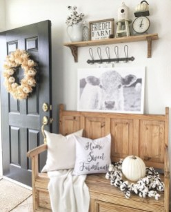 Adorable Farmhouse Entryway Decorating Ideas 31