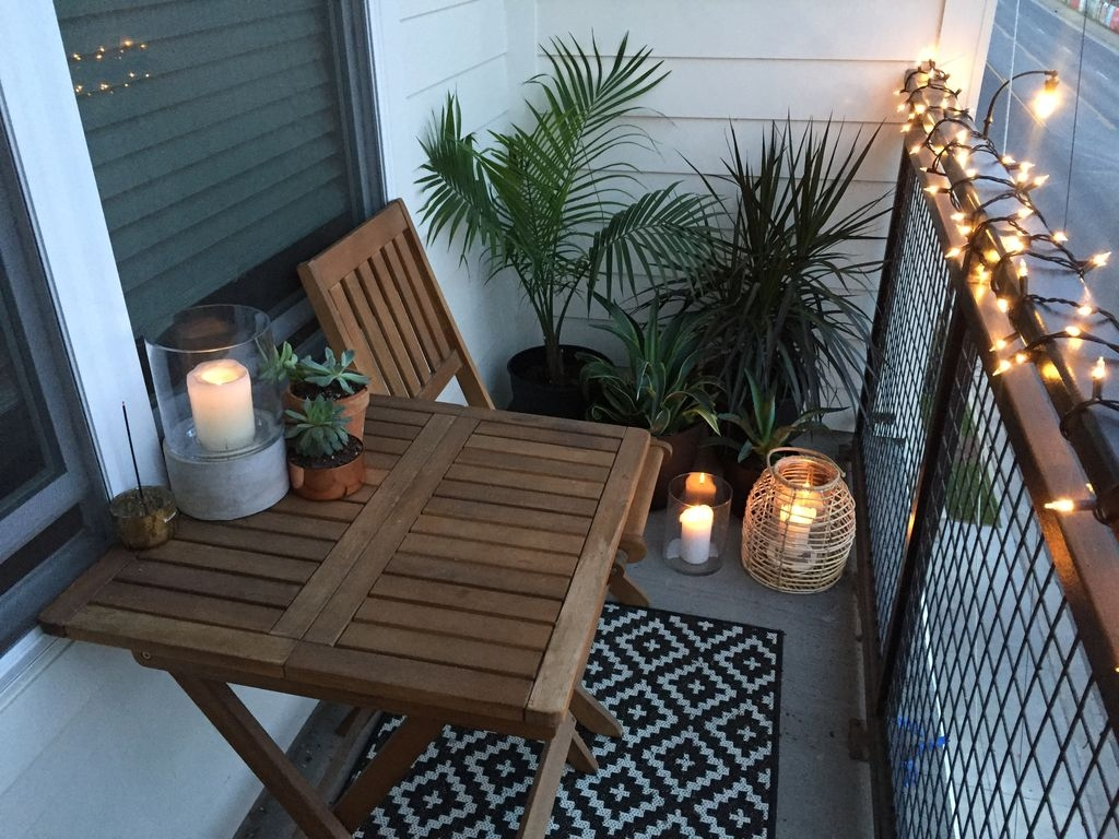 Cozy Apartment Balcony Decorating Ideas 20