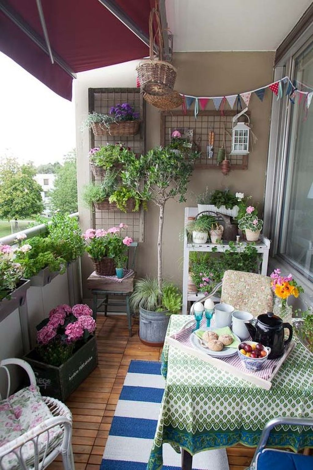 Cozy Apartment Balcony Decorating Ideas 23