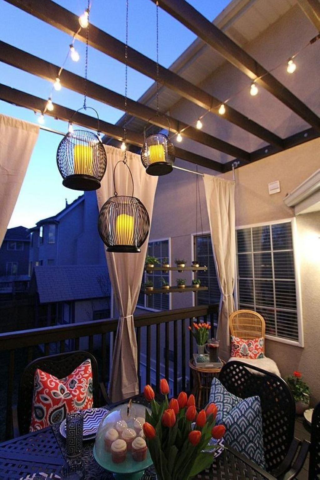 Cozy Apartment Balcony Decorating Ideas 33