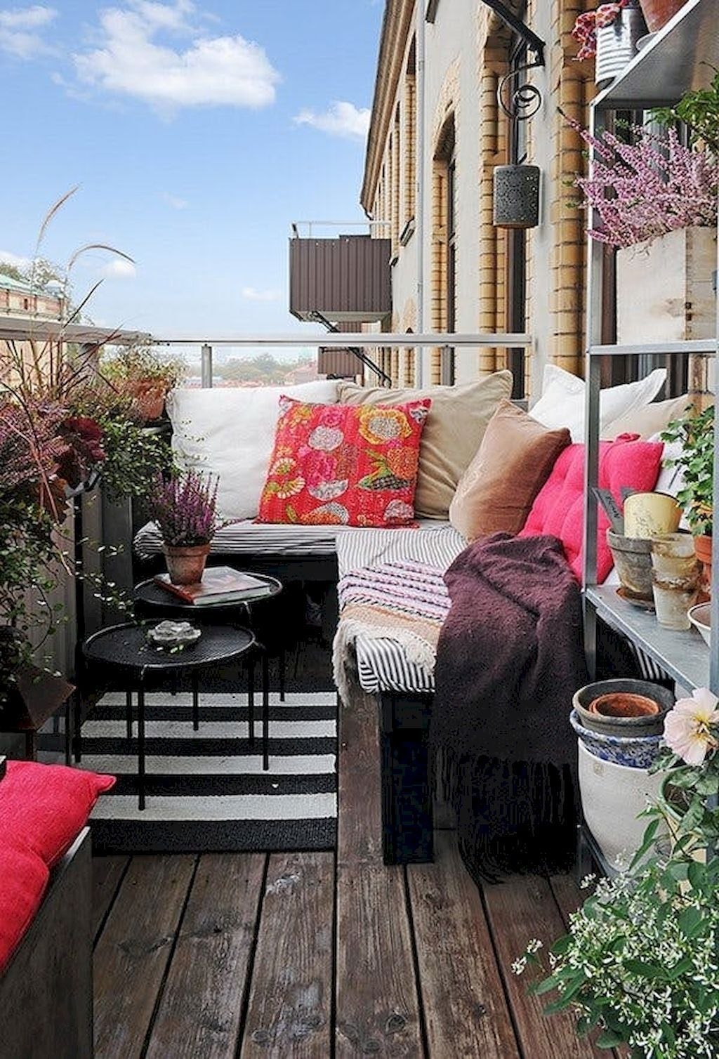 Cozy Apartment Balcony Decorating Ideas 48