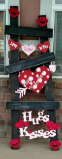 Festive Valentine Porch Decorating Ideas 39