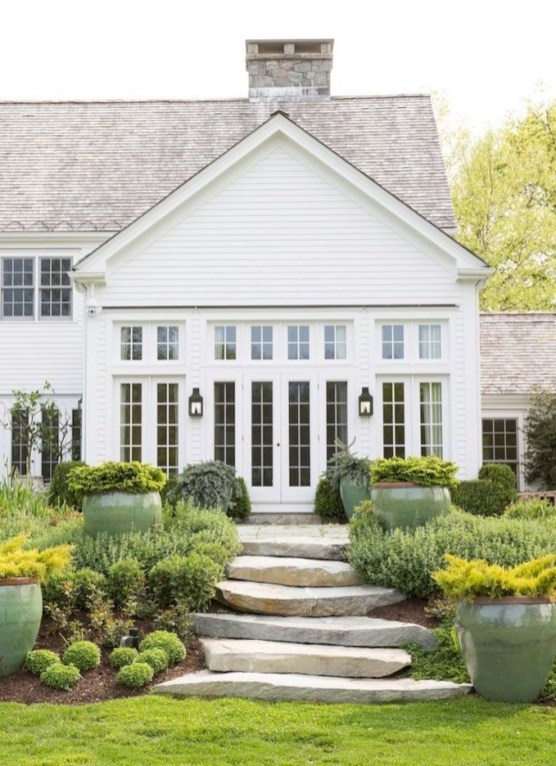 Modern Farmhouse Exterior Designs Ideas 10