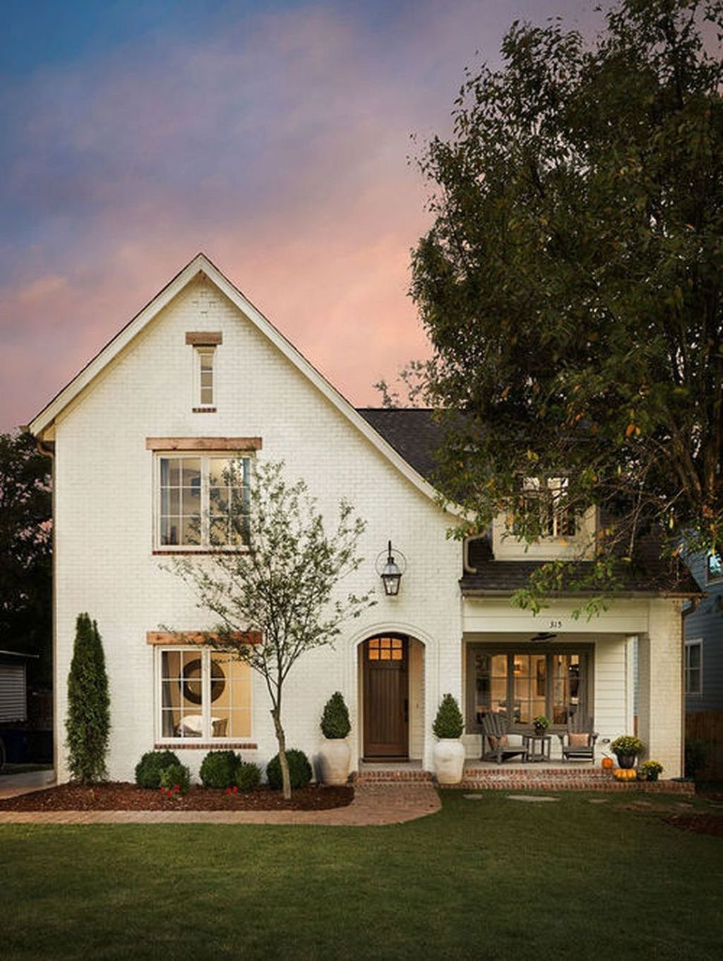 Modern Farmhouse Exterior Designs Ideas 11