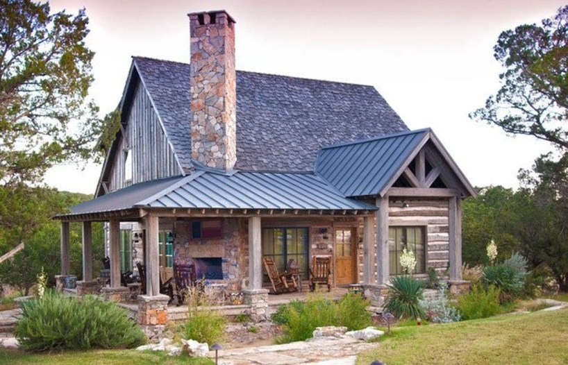 Modern Farmhouse Exterior Designs Ideas 12