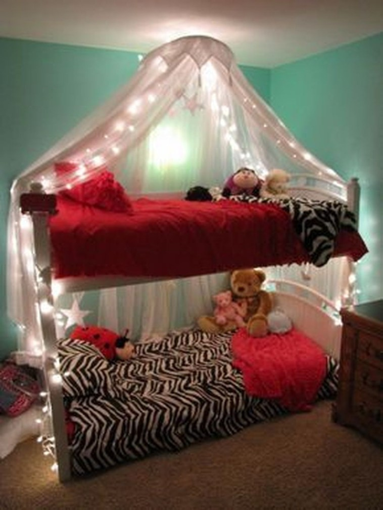 Awesome Canopy Bed With Sparkling Lights Decor Ideas 27