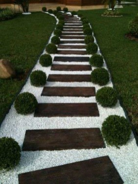 Stylish Stepping Stone Pathway Décor Ideas 35