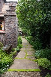 Stylish Stepping Stone Pathway Décor Ideas 41