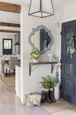 Stunning Farmhouse Entryway Decoration Ideas 34