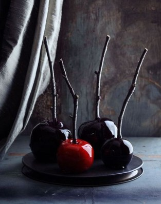 Amazing Halloween Black Decor Ideas To Scary Party Ever 24