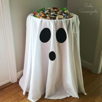 Amazing Halloween Black Decor Ideas To Scary Party Ever 42