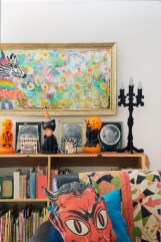 Stylish Console Table For Halloween Ideas 34