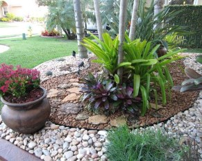 Pretty Front Yard Rock Garden And Landscaping Ideas05