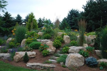 Pretty Front Yard Rock Garden And Landscaping Ideas27