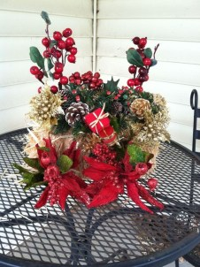 Lovely Christmas Porch Makeover Ideas21