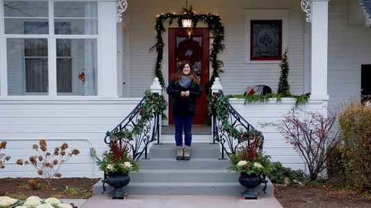 Lovely Christmas Porch Makeover Ideas39
