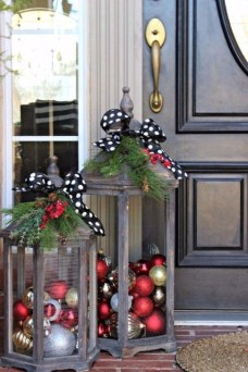Lovely Christmas Porch Makeover Ideas42