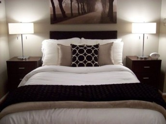 Stunning White Black Bedroom Decoration Ideas For Romantic Couples28