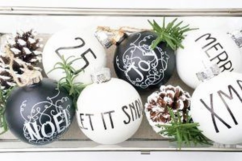 Perfect White Christmas Decoration Ideas01
