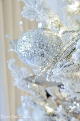 Perfect White Christmas Decoration Ideas12