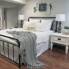 Affordable Lake House Bedroom Decorating Ideas23
