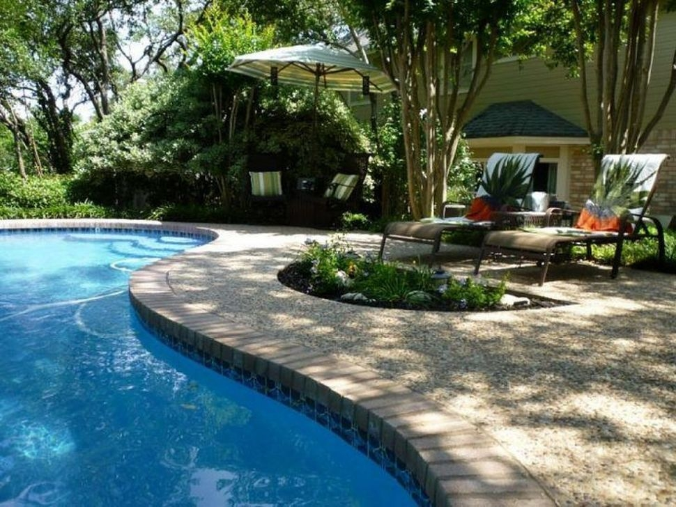Comfy Backyard Designs Ideas With Swimming Pool Looks Cool 26