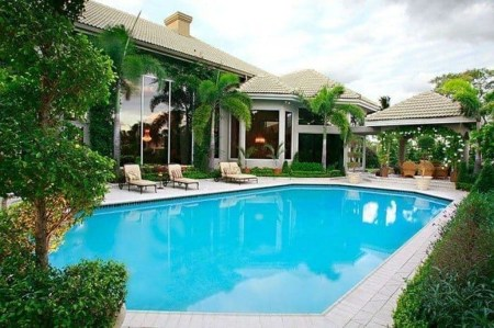 Comfy Backyard Designs Ideas With Swimming Pool Looks Cool 33