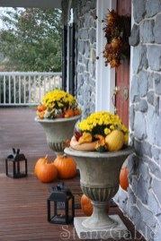Extraordinary Fall Porch Ideas That Will Be Surely Comfortable 31