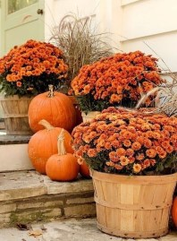 Extraordinary Fall Porch Ideas That Will Be Surely Comfortable 33