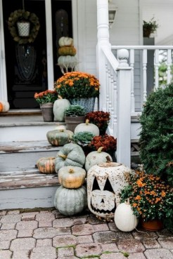 Extraordinary Fall Porch Ideas That Will Be Surely Comfortable 39