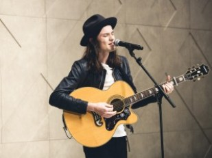 James-Bay-performing-live-at-the-Burberry-Prorsum-Womenswear-Spring-Summer-2015-Show1