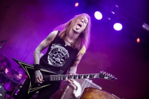 Affiche Into The Grave 2018 compleet met Children of Bodom