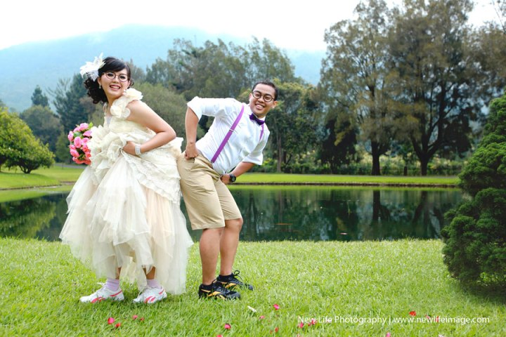 Funny poses for pre wedding ideas