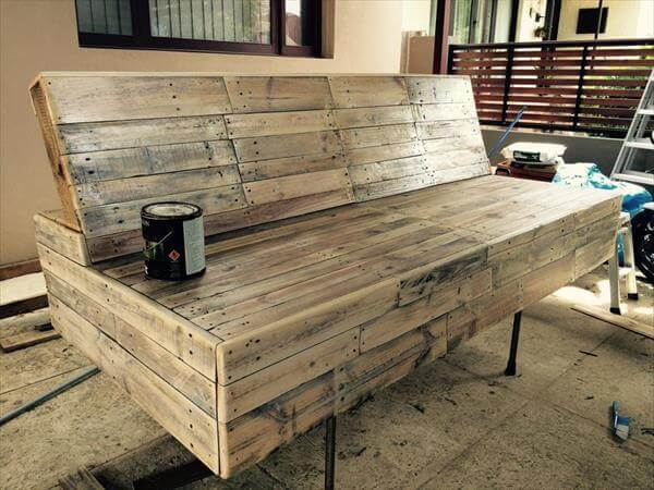 8 DIY Outdoor Pallet Sitting Furniture Ideas