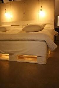 DIY Chic White Platform Pallet Bed | 99 Pallets
