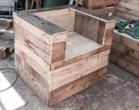 DIY Beefy Wood Pallet Chair | 99 Pallets