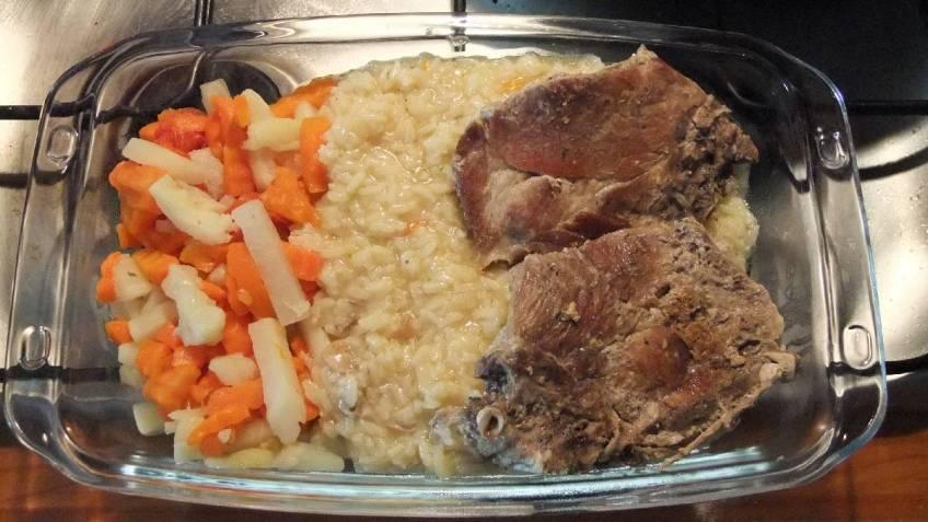 Svinjska vratina s rizom i povrcem za dvoje