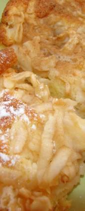 Biskvit s jabukama i limunom - gotov kolač