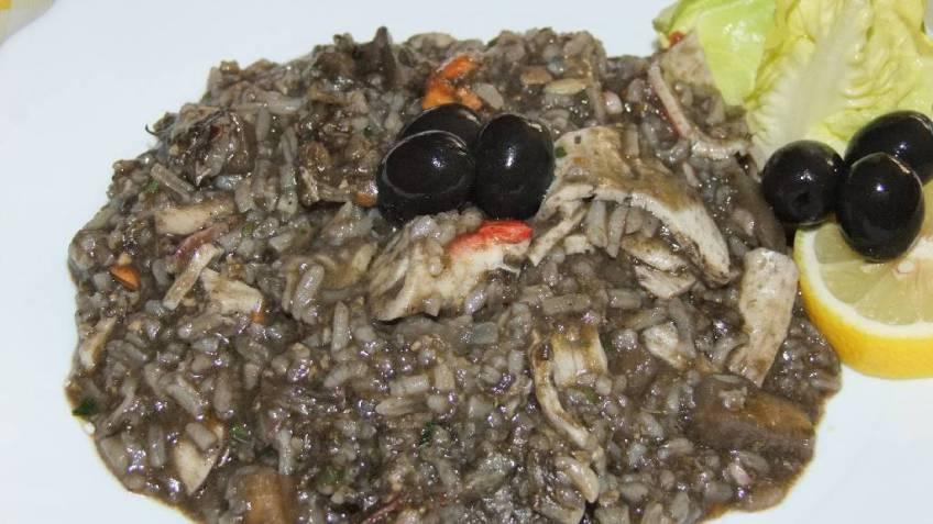 Crni rižoto od plodova mora - gotovo jelo