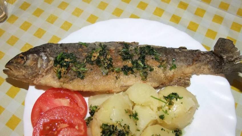 Przene pastrve s kuhanim krumpirom - gotovo jelo